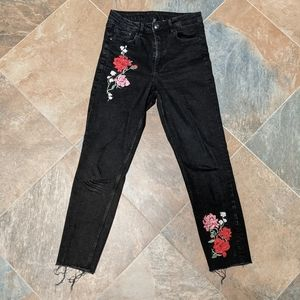 H&M DIVIDED Black Raw Edge Cropped Denim w/ Roses